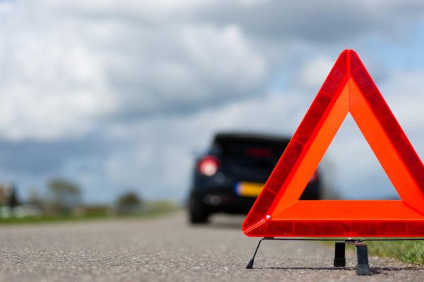 batida-de-carro-sinalizar-acidente